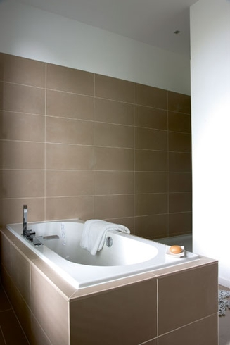 Voor en na in overijse actief wonen - Ouderlijke badkamer ...