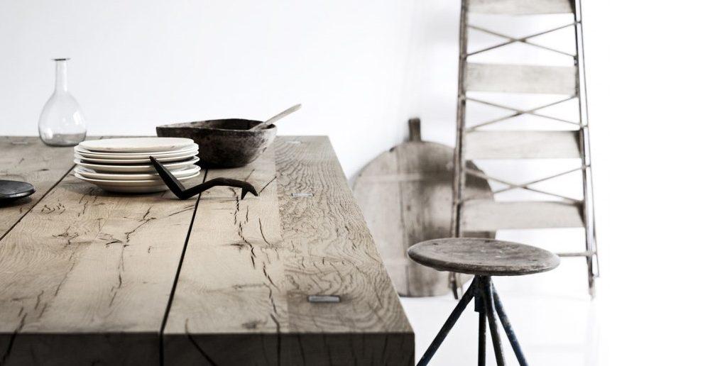 Een tafel van ruw hout?