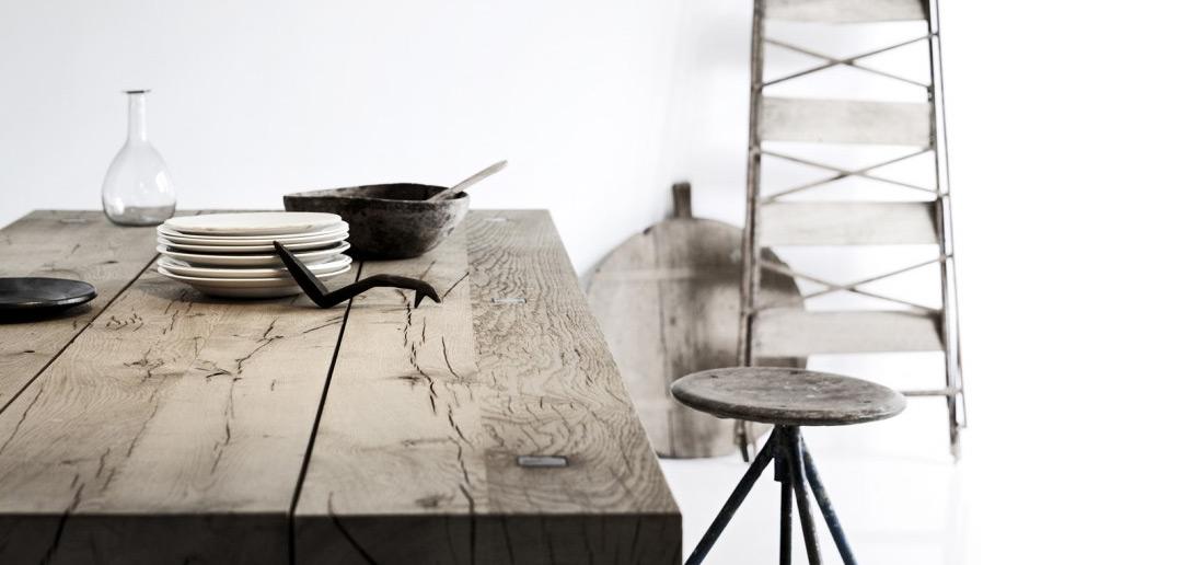 Een tafel van ruw hout actief wonen for Hout voor tafel