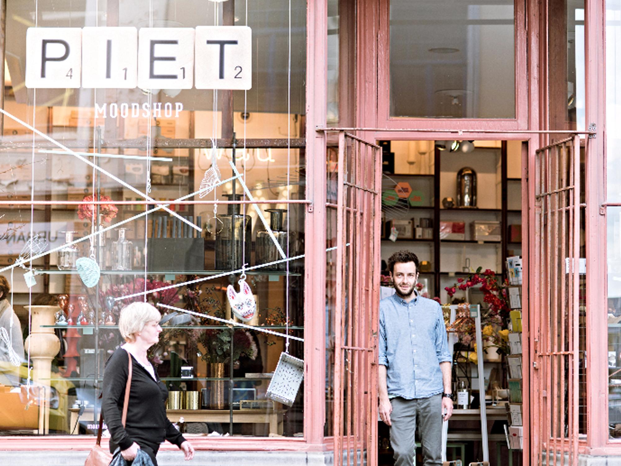 Piet moodshop in gent verjaart en schenkt een restyling for Interieur winkel gent