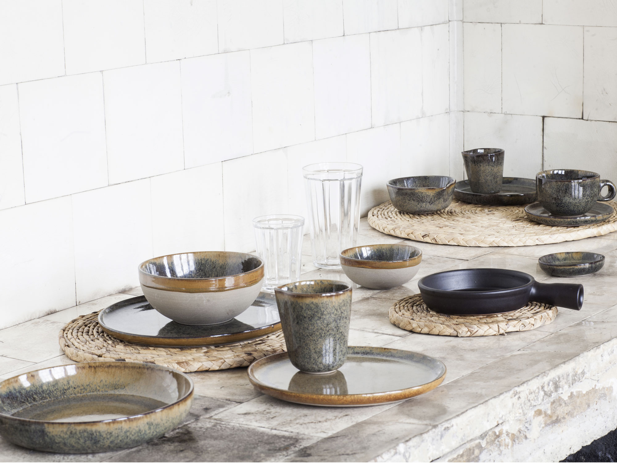 sergio herman en serax lanceren de tafelcollectie surface. Black Bedroom Furniture Sets. Home Design Ideas
