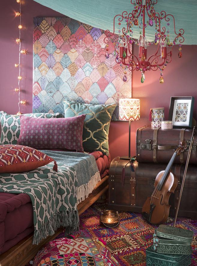 Cocoonen in een mooie kamer actief wonen - Behang hoofdeinde ...