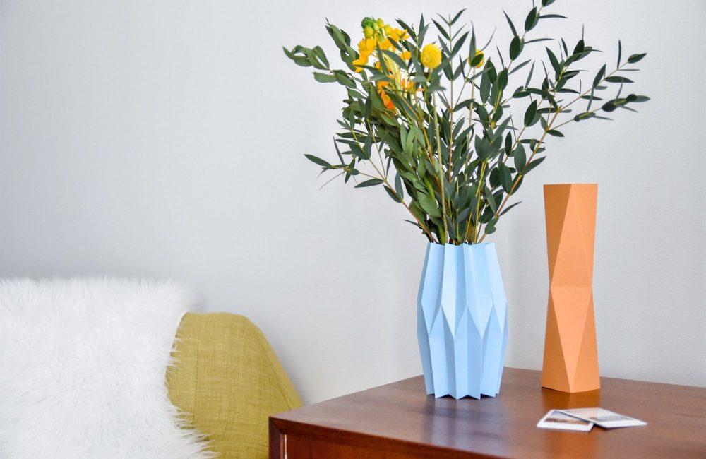 DIY: Maak een papieren vaas met accordeonpatroon