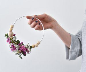 DIY: Maak een sierlijke bloemenkrans om je interieur op te fleuren
