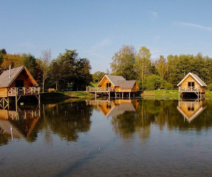 Beleef een romantische nacht op het water in één van de Aqualodge chalets