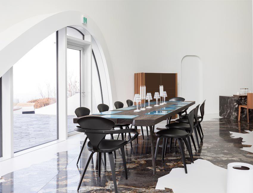 hotel-healing-stay-kosmos-eetkamer met zicht op de bergtop Songgot-bong