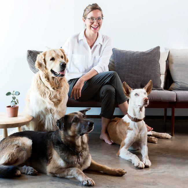 ontwerpster-inma-bermudez-voor-lurvig-ikea-collectie-huisdieren-eigen-honden