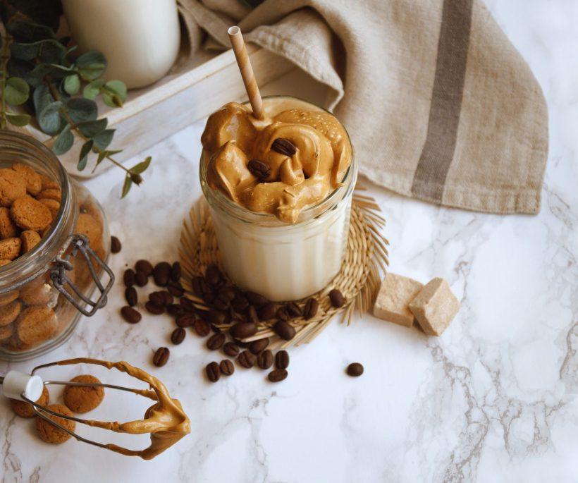 Trend: de mooiste glazen voor je Dalgona koffie